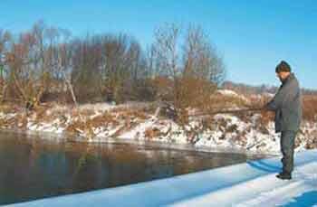 Как ловить окуня на блесну зимой