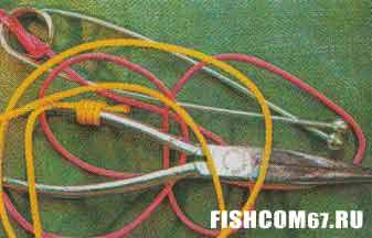 """""""Зевник"""" и рыбацкие пассатижи перевязаны шнурами разных цветов"""