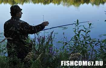 Рыбак в маскировочном костюме