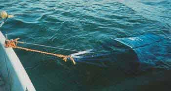 Ловля с лодки с водяным парашютом