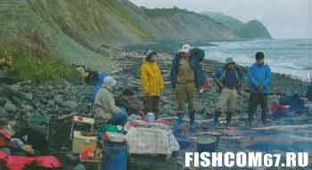 Группа рыбаков высадившаяся на остров Сахалин